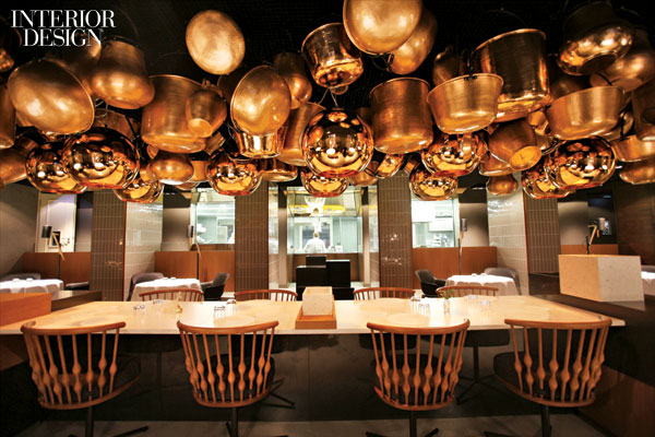 600x400x431293-Tom_Dixon_pendant_fixtures_mingle_with_copper_pots_in_the_restaurant_5_Cinco_by_Paco_Pe_rez_.jpg.pagespeed.ic.3qUGJBC5Px